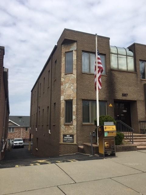 587 Bergen Blvd 2nd Floor, Ridgefield, NJ 07657 (MLS #190007716) :: The Sikora Group