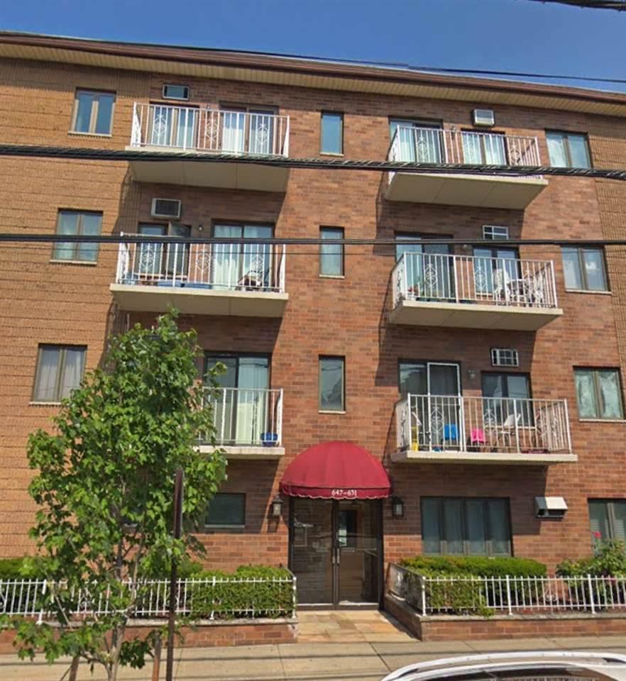 647-653 Kennedy Blvd - Photo 1