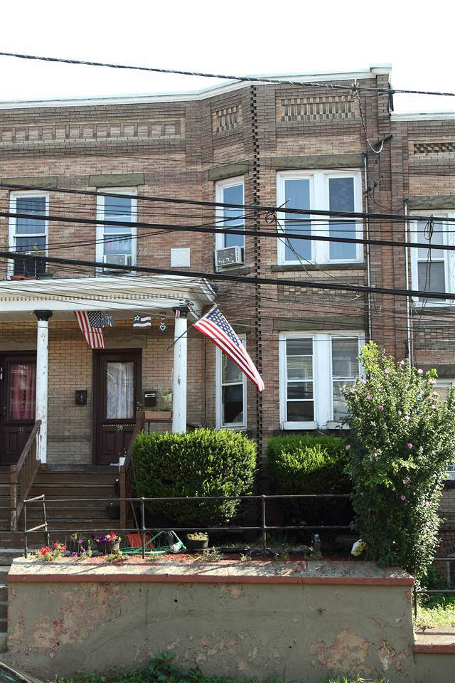 39 West 47Th St, Bayonne, NJ 07002 (MLS #190021828) :: The Trompeter Group