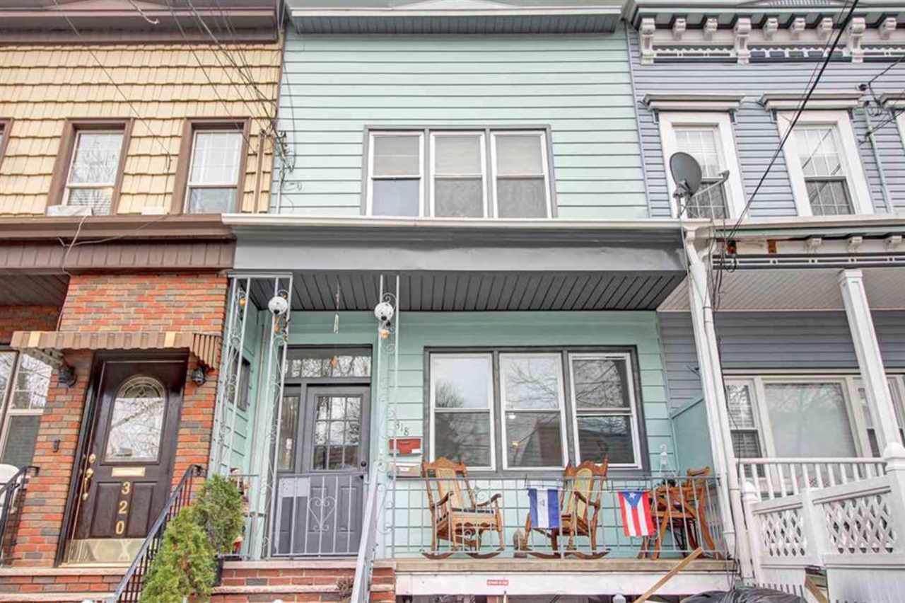 318 Webster Ave - Photo 1