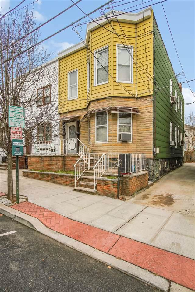 126 18TH ST, Union City, NJ 07087 (MLS #202001382) :: The Trompeter Group