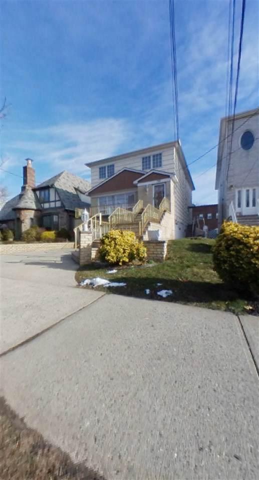 712-714 Avenue C, Bayonne, NJ 07002 (MLS #202001721) :: The Dekanski Home Selling Team
