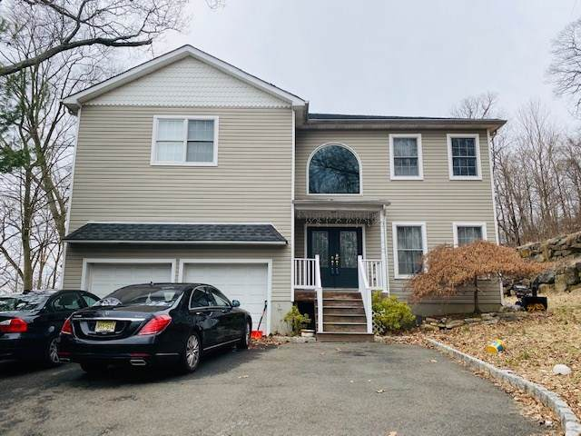 27 Tecumseh Trail, Oakland, NJ 07436 (MLS #202004258) :: The Trompeter Group