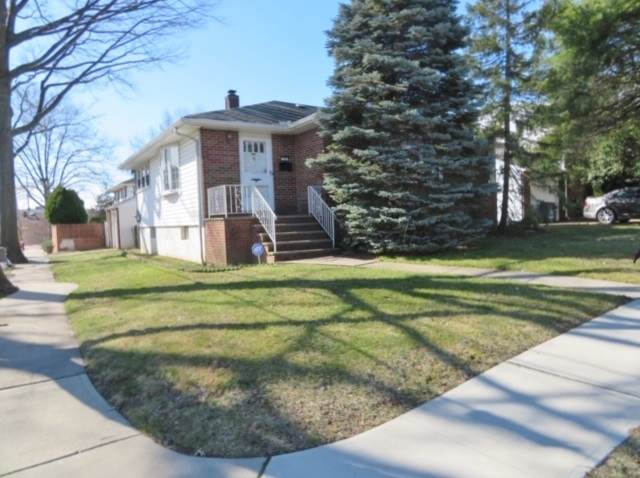 18 Arn Terrace, Secaucus, NJ 07094 (MLS #202004517) :: The Dekanski Home Selling Team
