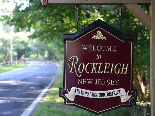 32 Rockleigh Rd, Rockleigh, NJ 07647 (MLS #202005355) :: The Trompeter Group