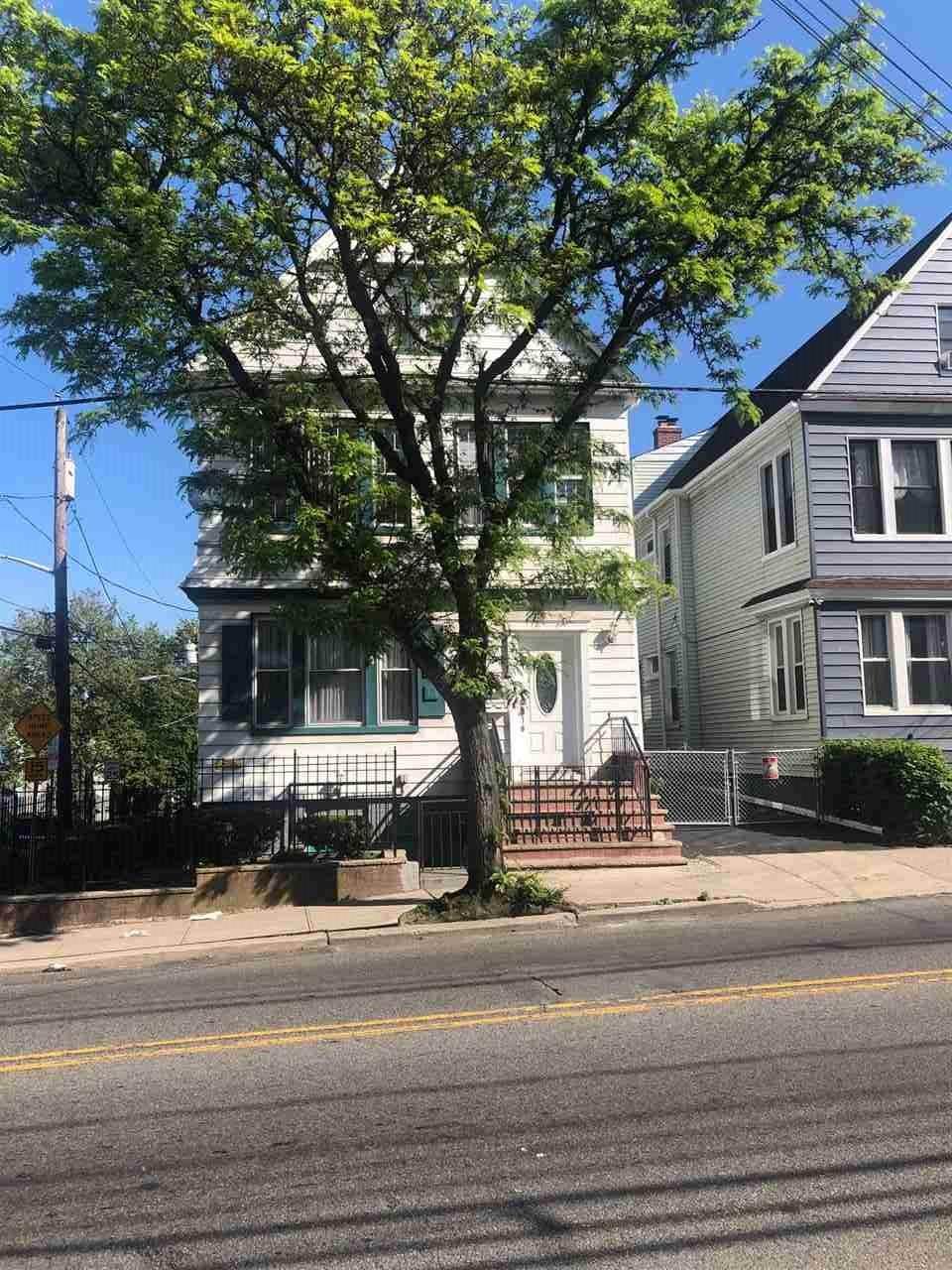 556 Garfield Ave - Photo 1