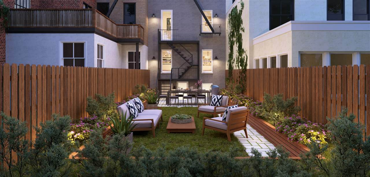 826 Hudson St - Photo 1