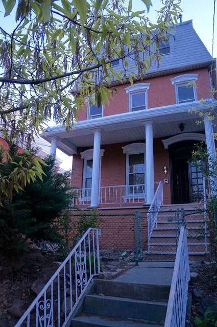 53 Danforth Ave - Photo 1
