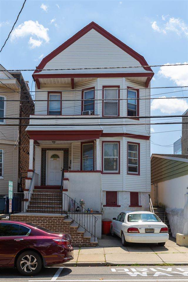317 4TH ST, Union City, NJ 07087 (MLS #202013161) :: The Trompeter Group