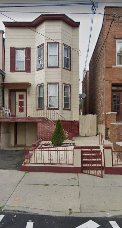 516 14TH ST, Union City, NJ 07087 (MLS #202013285) :: The Trompeter Group