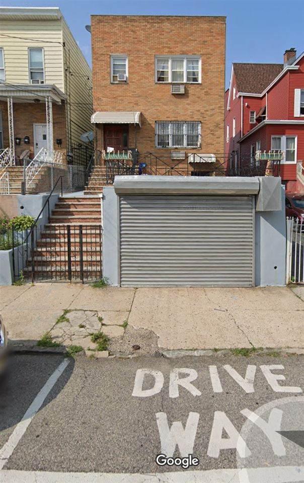 628 12TH ST, Union City, NJ 07087 (MLS #202013782) :: Hudson Dwellings