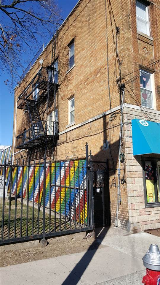 925-927 Westside Ave - Photo 1