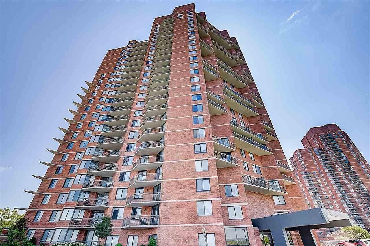 1329 Harmon Cove Tower - Photo 1