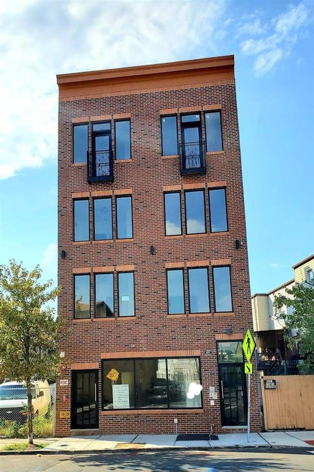407 West Side Ave - Photo 1