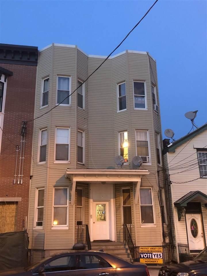 76 Manhattan Ave - Photo 1