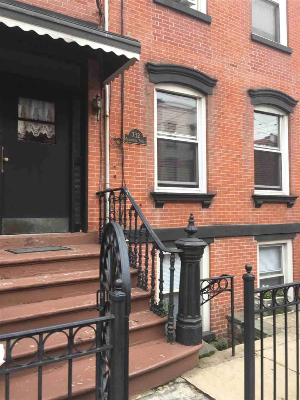 732 Bloomfield St - Photo 1