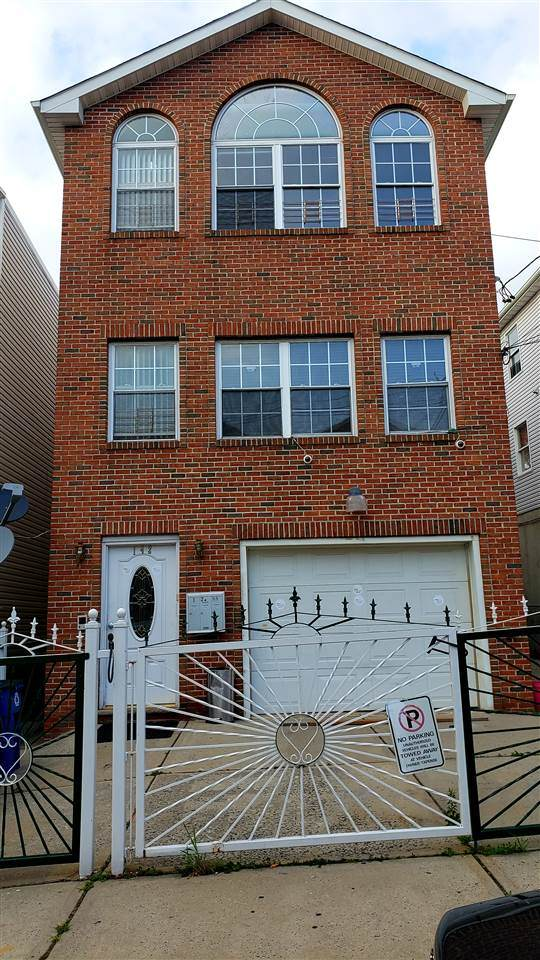 142 Ege Ave, Jc, Bergen-Lafayett, NJ 07304 (MLS #202021821) :: Hudson Dwellings