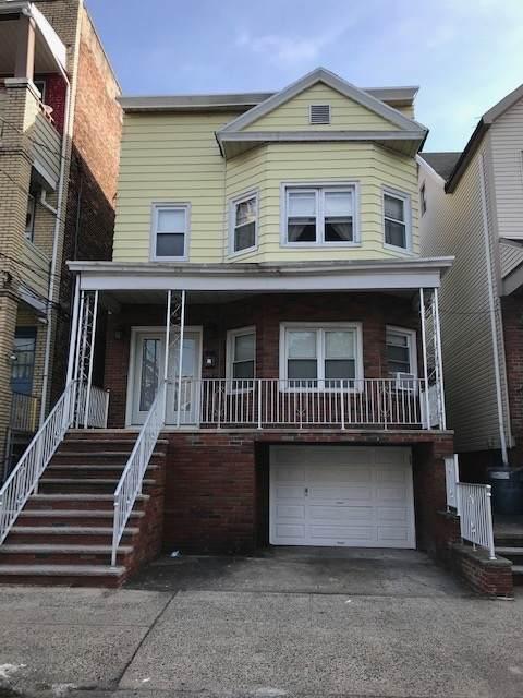 42 West 17Th St, Bayonne, NJ 07002 (MLS #202023545) :: The Ngai Group