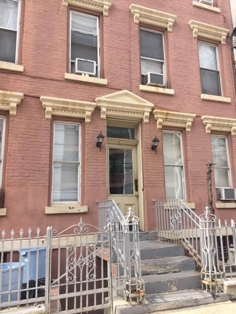 318 Jefferson St - Photo 1