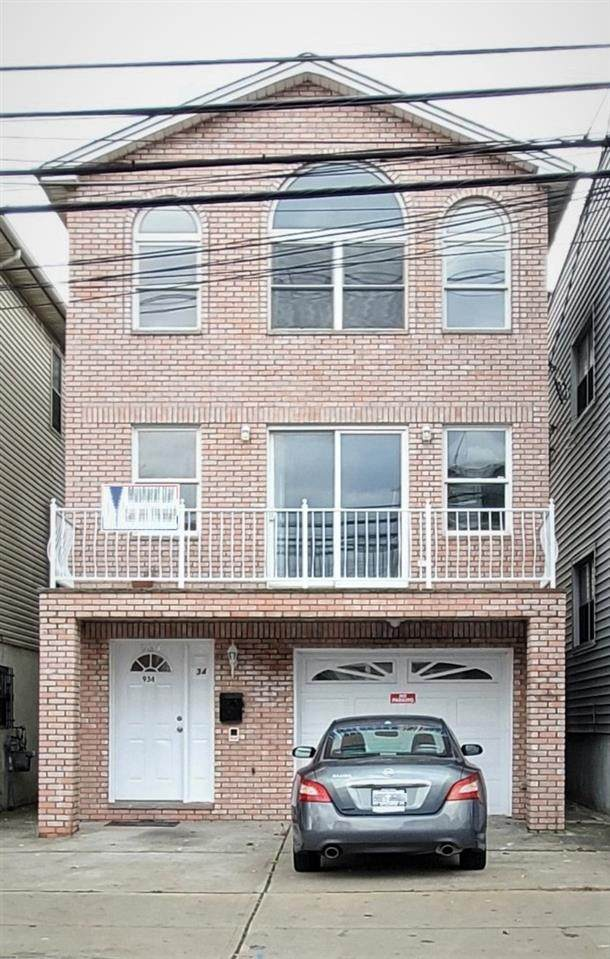934 West Side Ave, Jc, Journal Square, NJ 07306 (MLS #202027654) :: The Ngai Group
