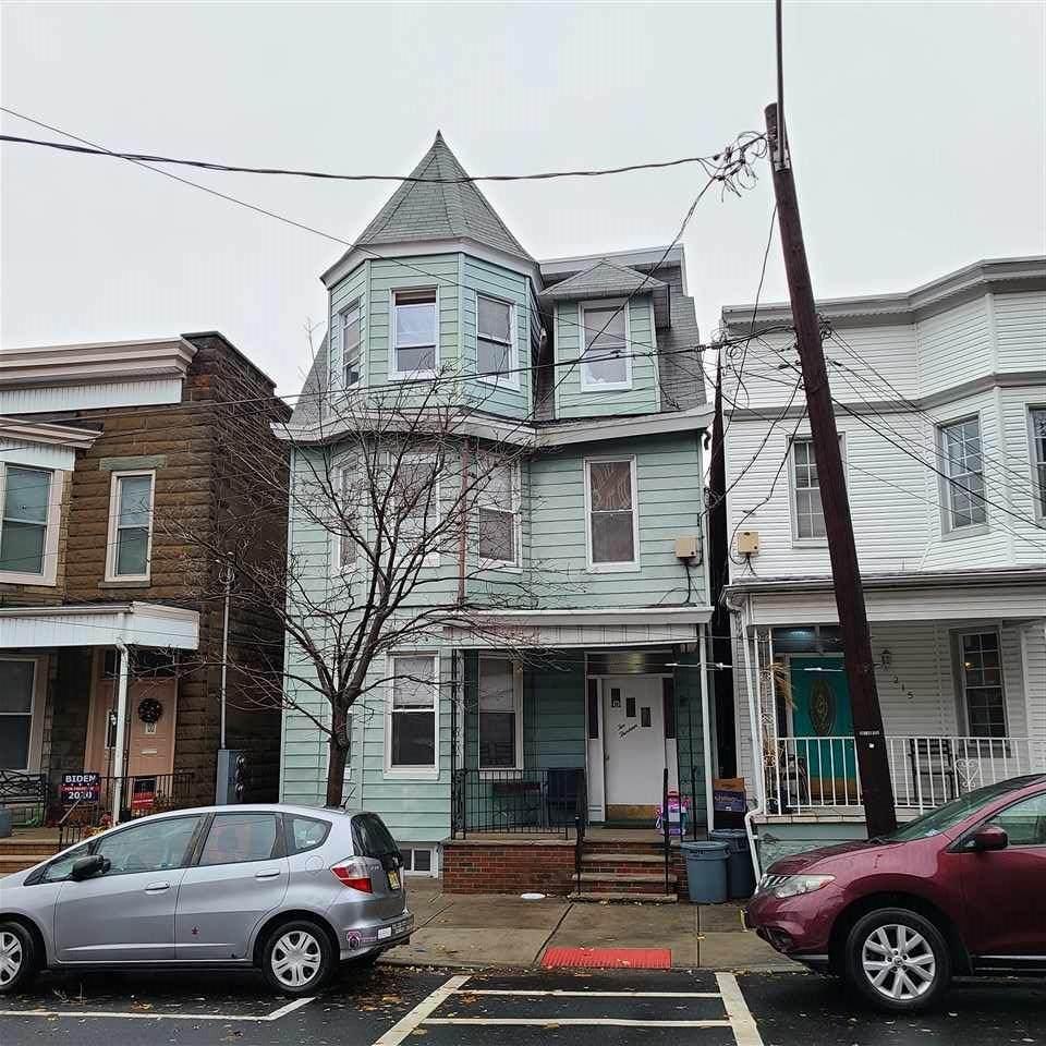 213 Highwood Ave - Photo 1
