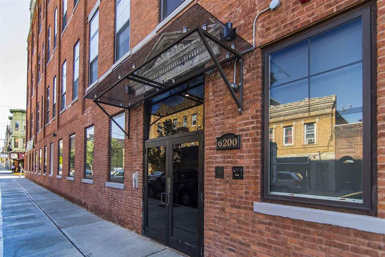 6200 Hudson Ave - Photo 1