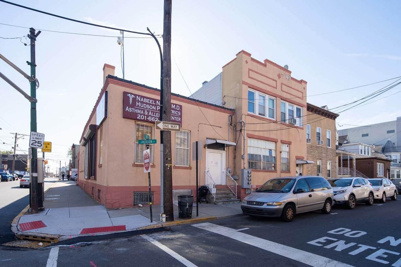 6912-6914 Jackson Ave - Photo 1