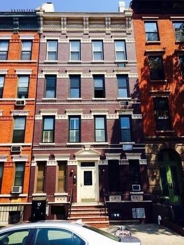 725 Washington St - Photo 1