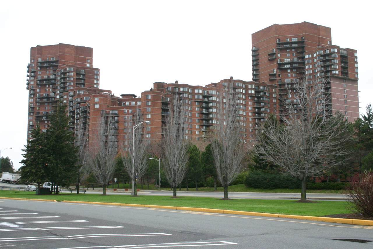 1810 Harmon Cove Tower - Photo 1