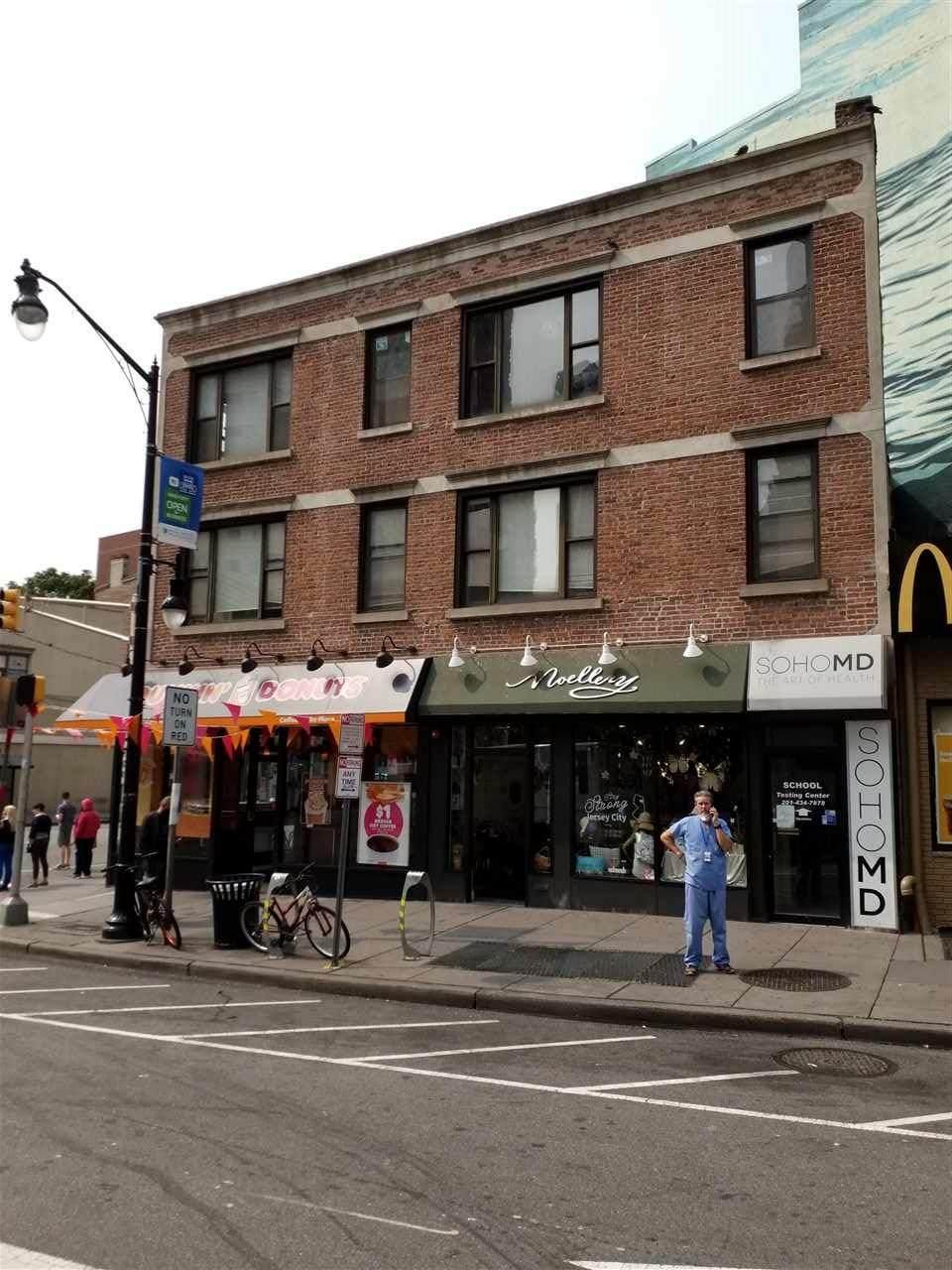 321 Grove St - Photo 1