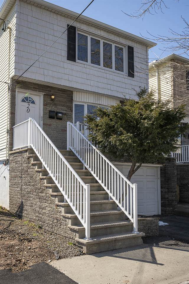 20 East 10Th St, Bayonne, NJ 07002 (MLS #210005188) :: Provident Legacy Real Estate Services, LLC