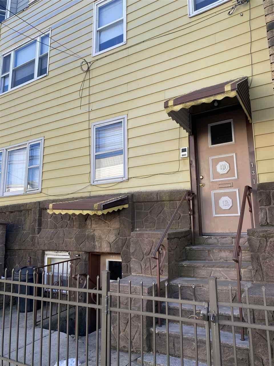 131 Hopkins Ave - Photo 1