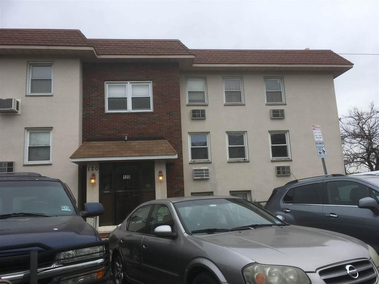 120 Suburbia Terrace - Photo 1