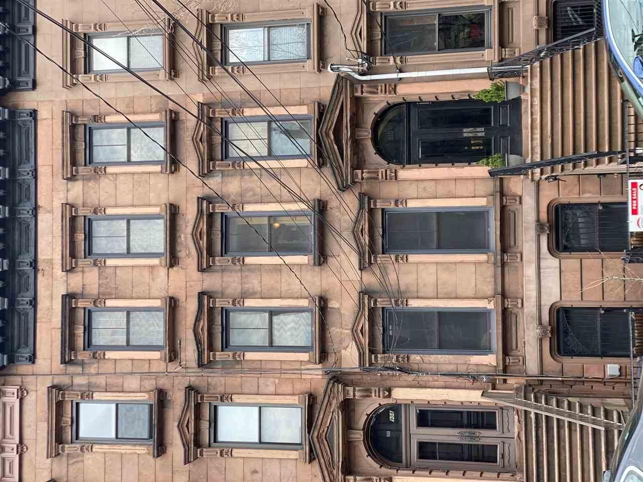 910 Hudson St - Photo 1