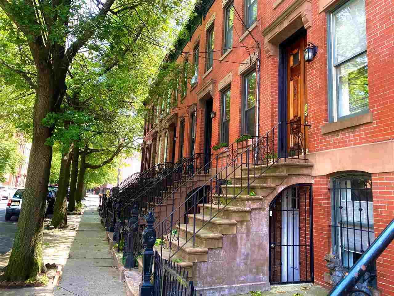 387 York St - Photo 1