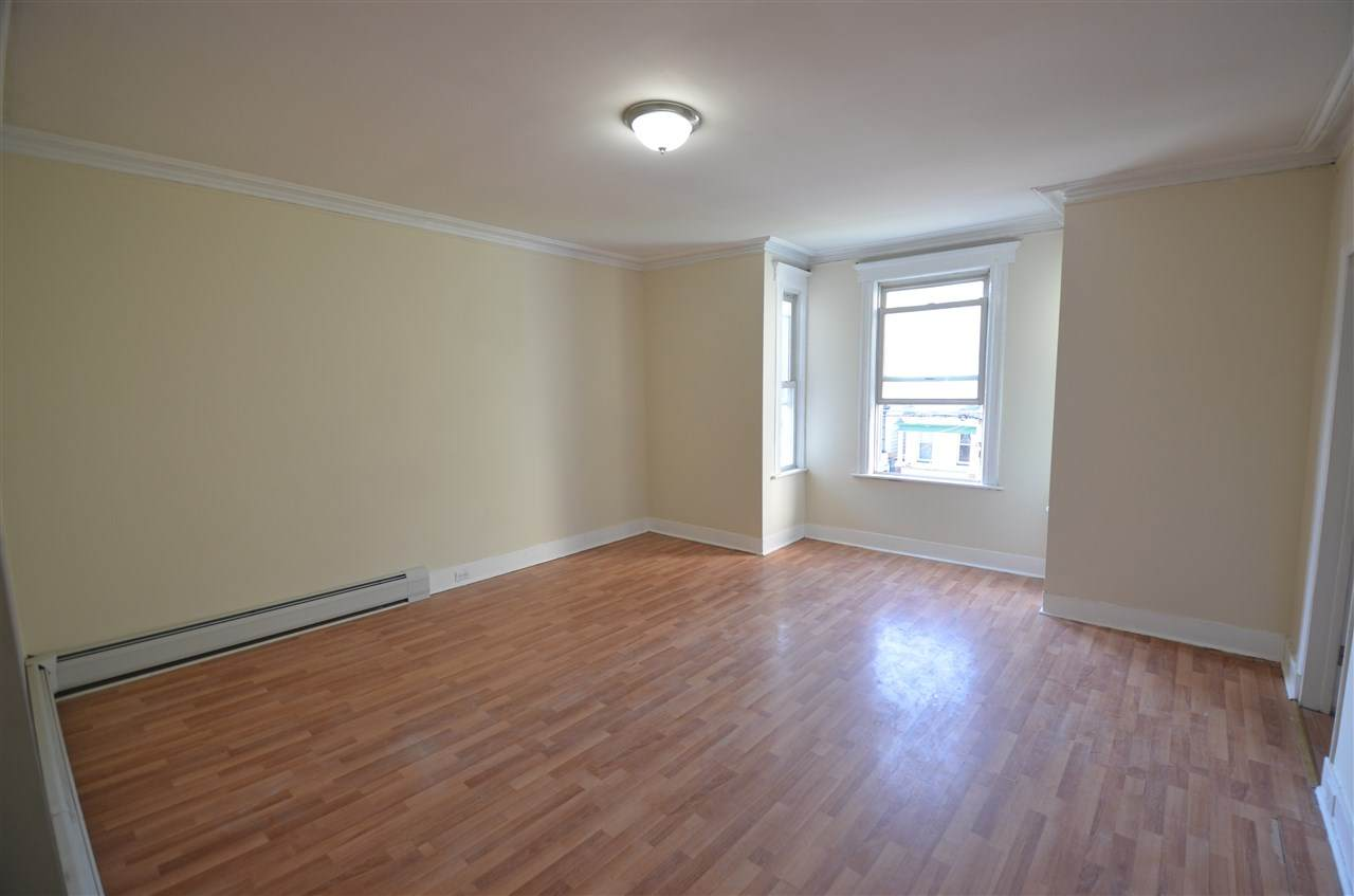 160 Fairview Ave - Photo 1