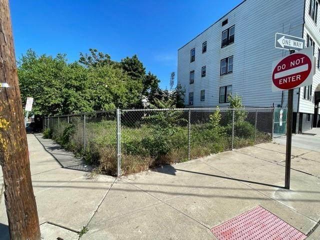 34 Randolph Ave, Jc, Bergen-Lafayett, NJ 07305 (MLS #210013574) :: The Trompeter Group