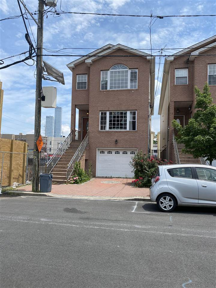 34 Whitman Ave - Photo 1