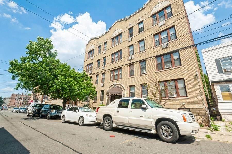 42 Van Wagenen Ave - Photo 1