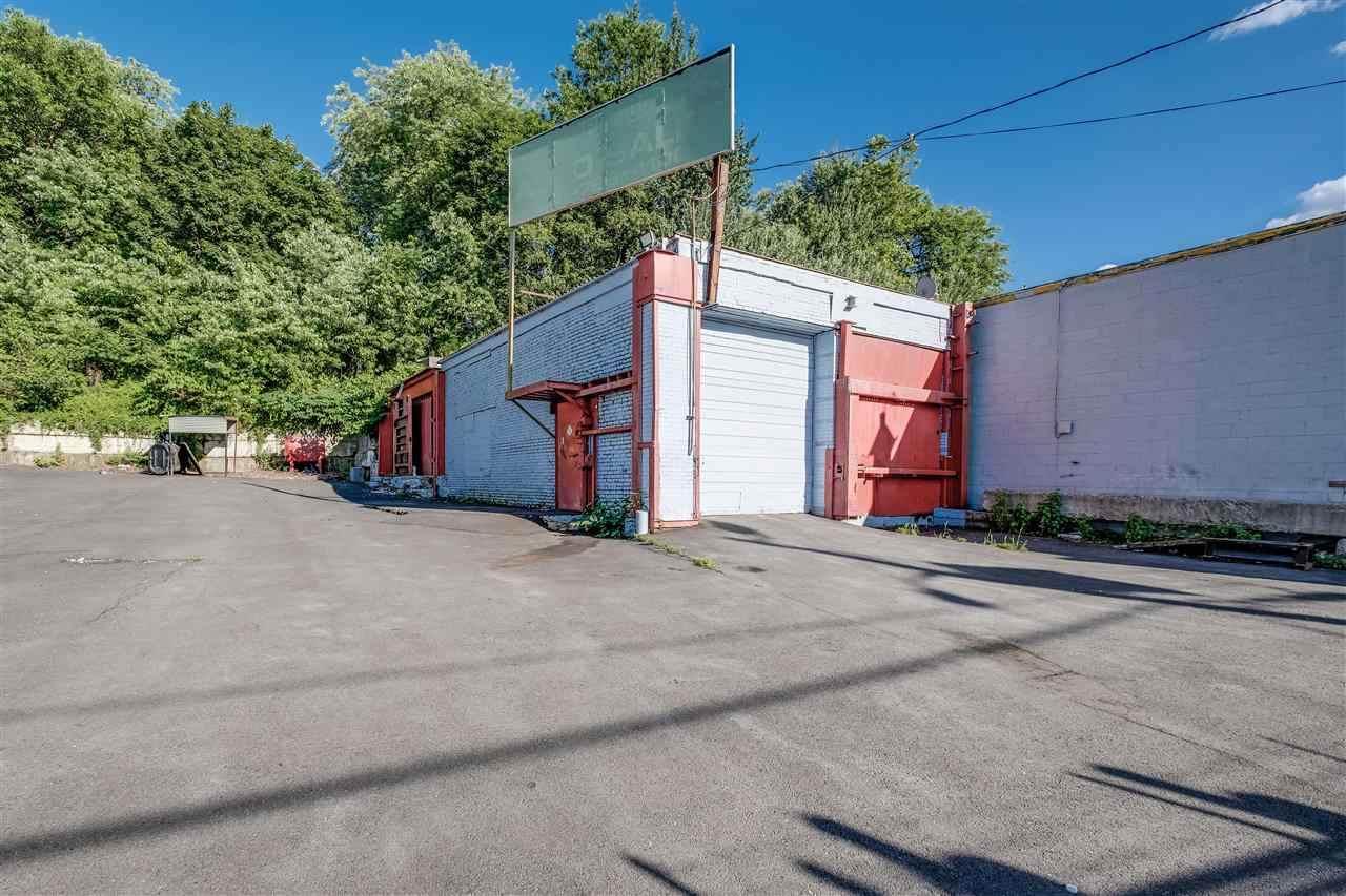 592-596 Tonnelle Ave - Photo 1