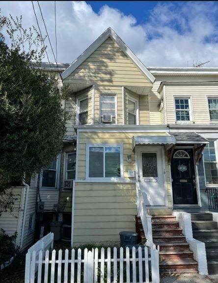 537 Avenue E, Bayonne, NJ 07002 (MLS #210023961) :: The Danielle Fleming Real Estate Team