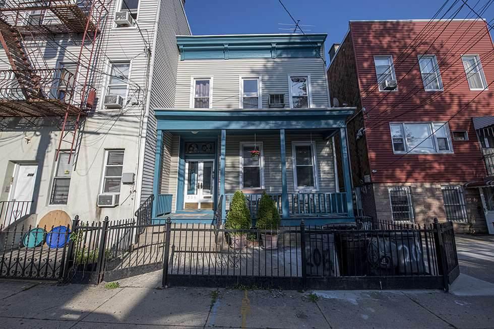 206 Hancock Ave - Photo 1