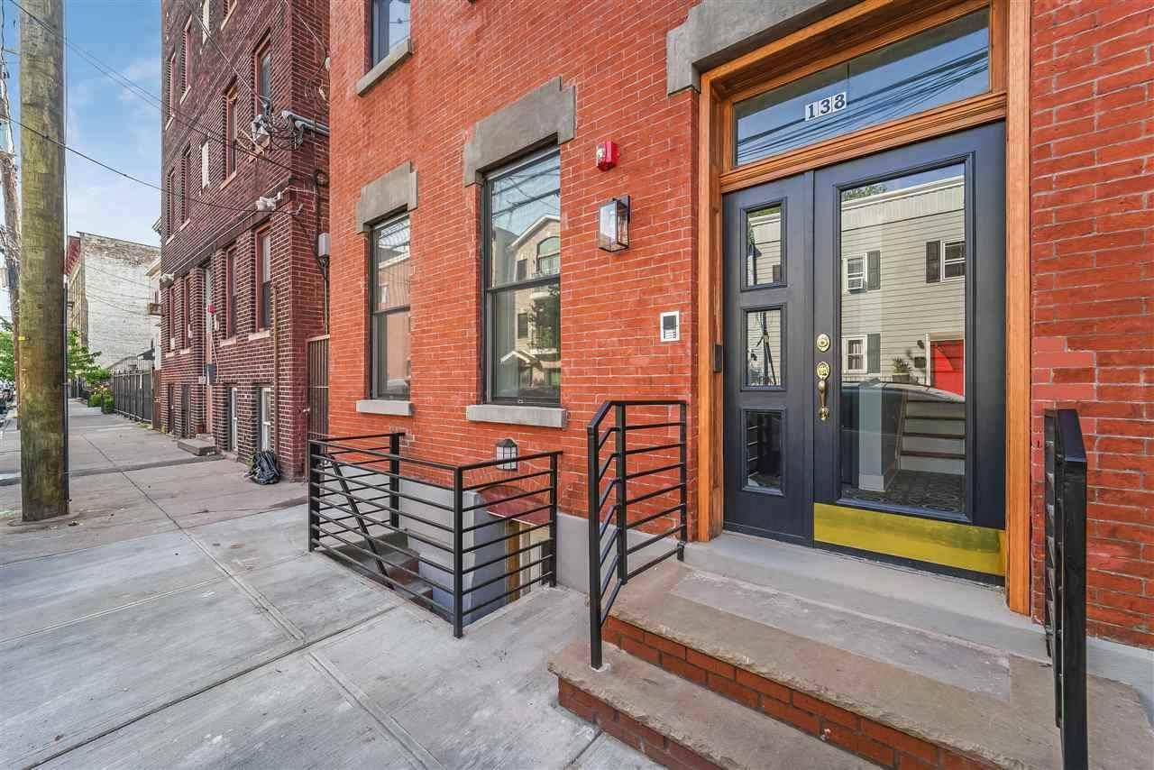138 New York Ave - Photo 1