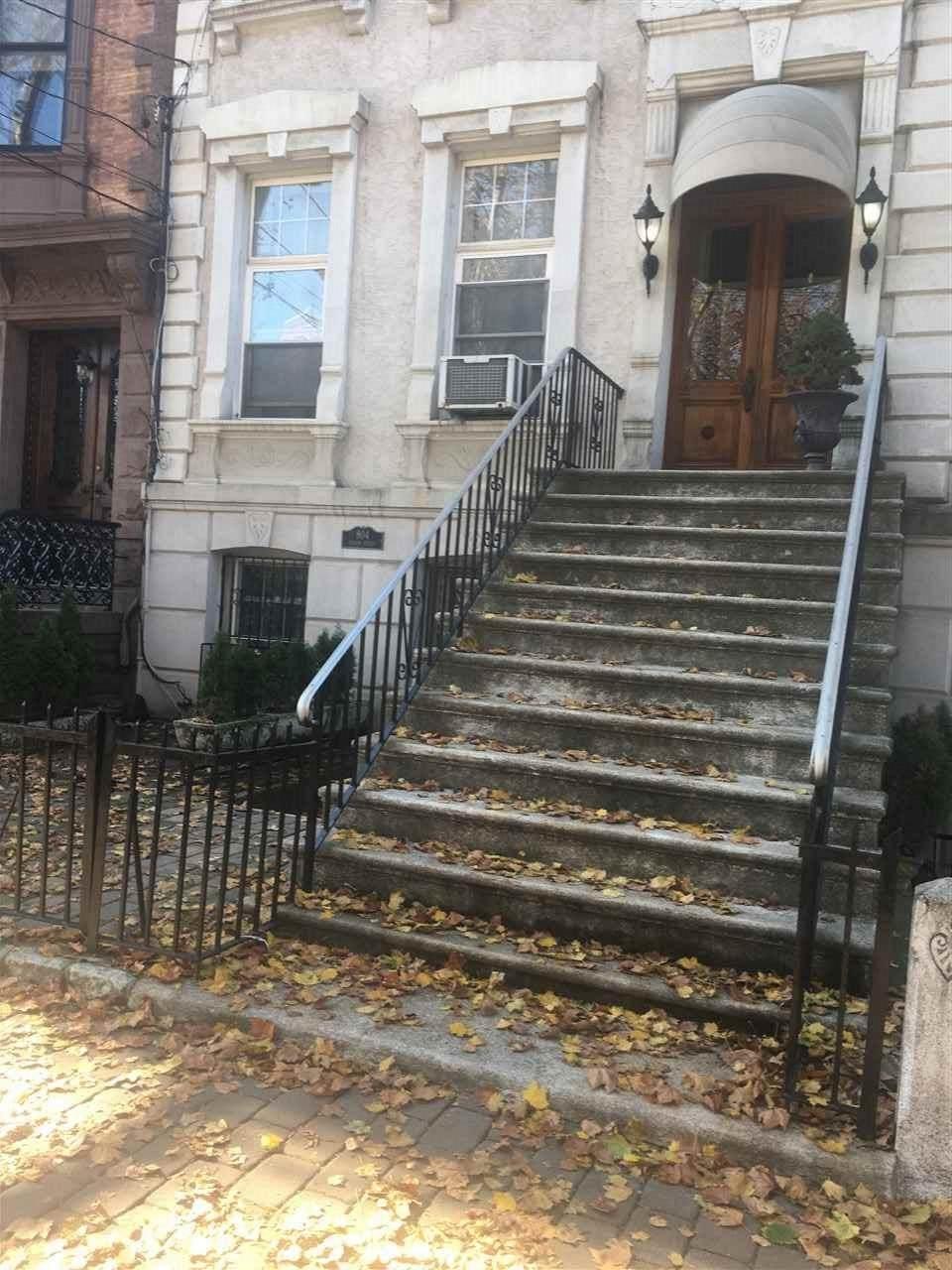 804 Hudson St - Photo 1