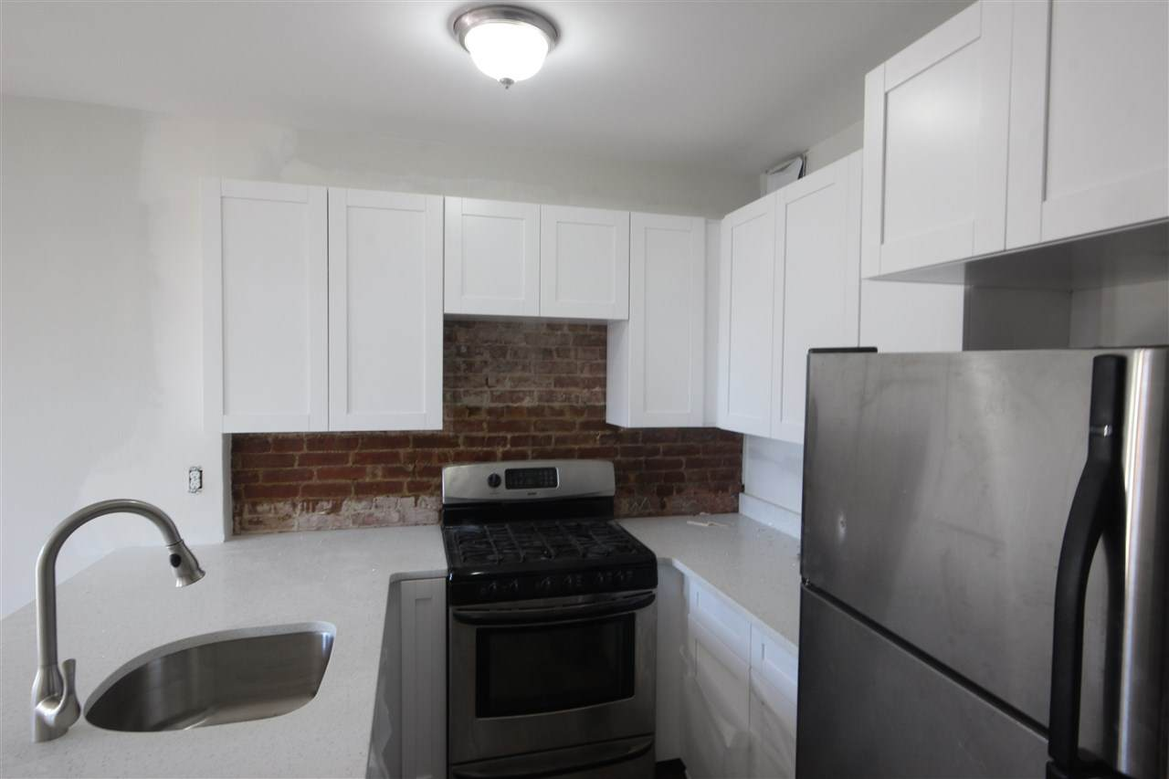 1115 Willow Ave - Photo 1
