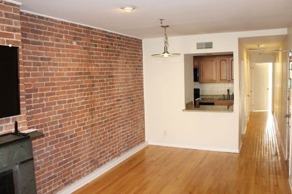 1222 Washington St - Photo 1