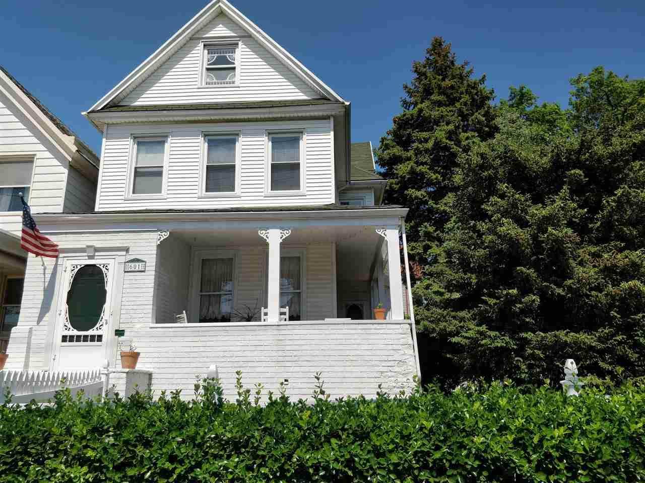 601-603 Avenue E - Photo 1