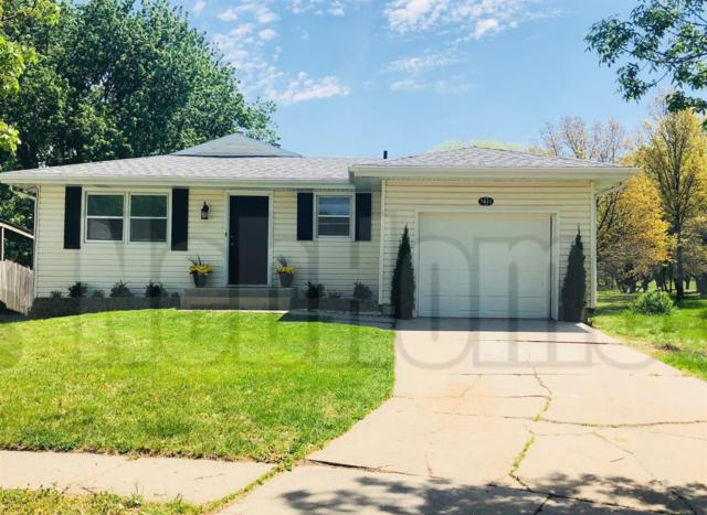 7411 E Colfax Circle, Lincoln, NE 68507 (MLS #10146055) :: Nebraska Home Sales