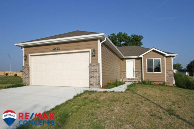 4652 W Mary Louise Lane, Lincoln, NE 68528 (MLS #10148980) :: Lincoln Select Real Estate Group
