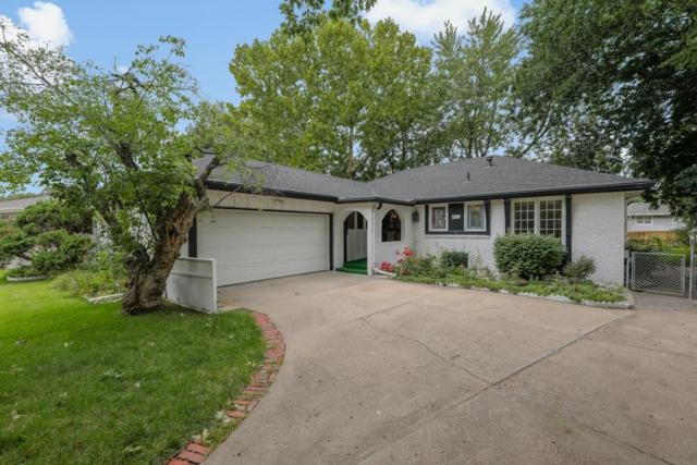 4915 Bellhaven Drive, Lincoln, NE 68516 (MLS #10149713) :: The Briley Team
